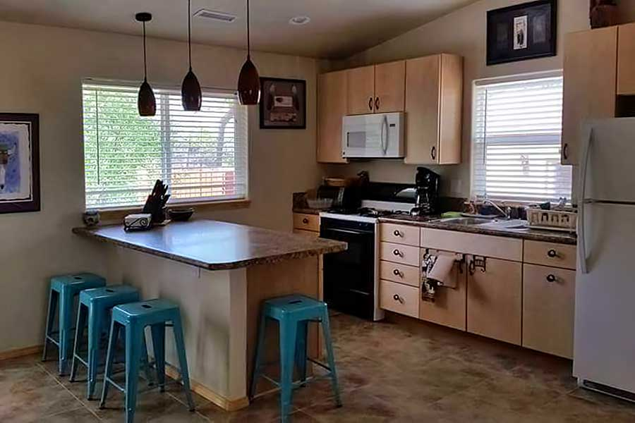 Deerhaven Guest Cottage at Grizzly Roadhouse Bed & Breakfast and Vacation Rentals in Cortez, Colorado
