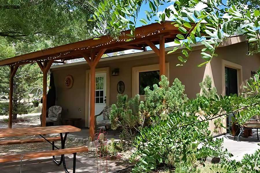 Grizzly Rose Guest Cottage at Grizzly Roadhouse Bed & Breakfast and Vacation Rentals in Cortez, Colorado